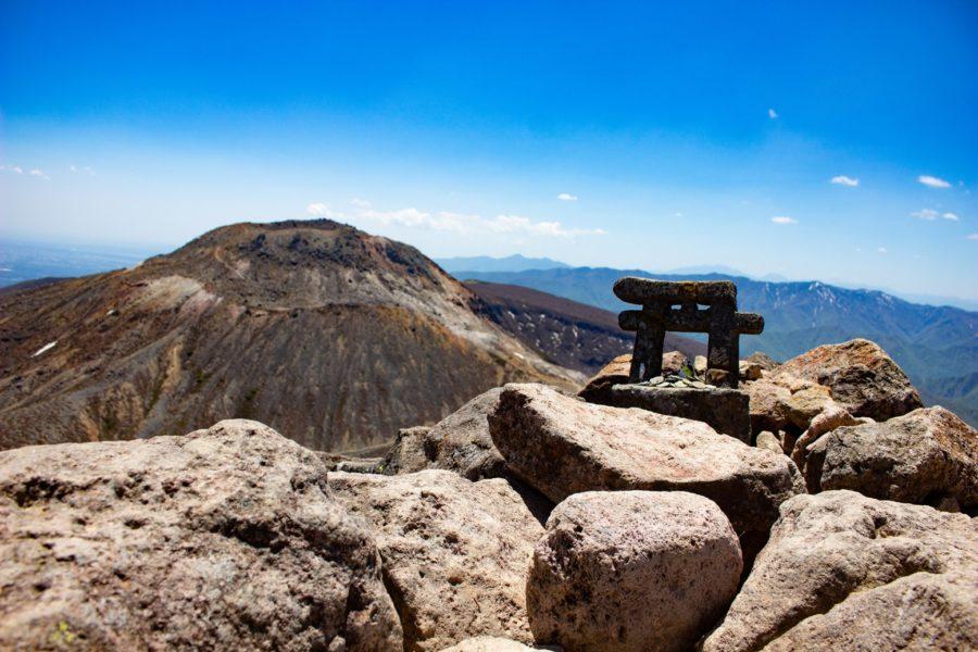 鳥居と茶臼岳